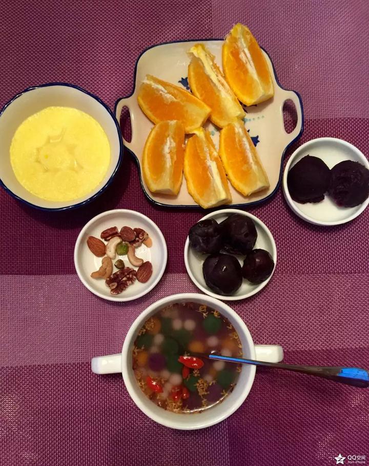 简单一点的爱心早餐做法如下:【材料】番茄沙司,沙拉酱,火腿,土司